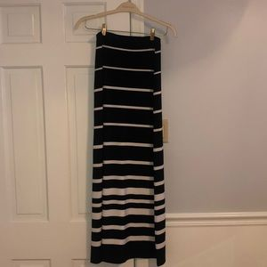 White House | Black Market Maxi Skirt (XS)